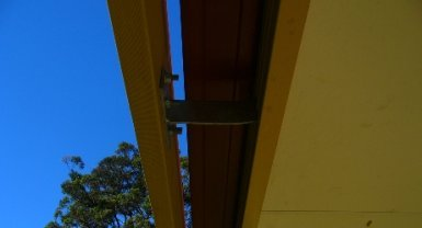 Pergola rafter bracket secured