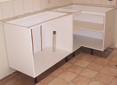Kitchen sink cabinet installation for White kitchen carcasses