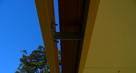 Pergola rafter bracket secured