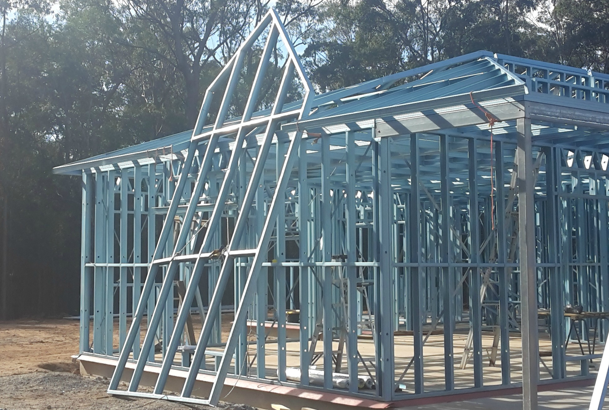 Steel roof frame lift